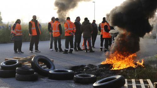 """Pénurie de carburant : """"sérénité"""" et """"détermination"""" à l'Élysée"""