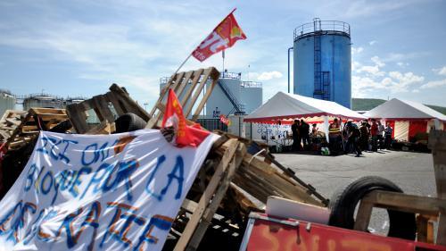 Pénurie de carburants : comment se déroule le blocage des sites pétroliers