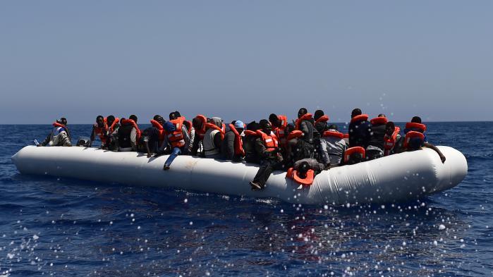 VIDEO. Un navire de Médecins sans frontières sauve des centaines de migrants au large de la Libye