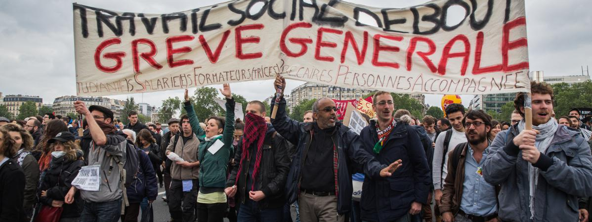 Des manifestants contre la loi Travail défilent le 19 mai 2016 à Paris.