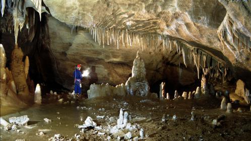 Des traces de vie humaine d'il y a 176 000 ans découvertes à Bruniquel