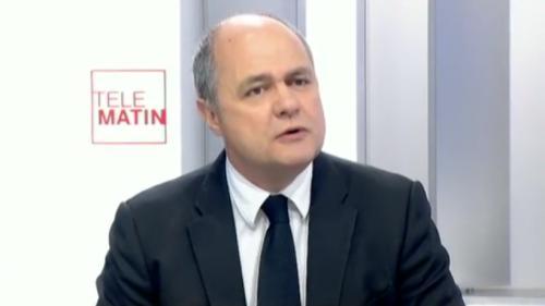 """VIDEO. """"Le fait de bloquer, de dégrader, ce n'est pas dans la Constitution"""", dénonce Bruno Le Roux"""