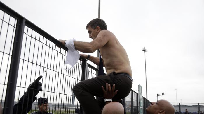 Roissy, 5 octobre 2015 : le jour où dessalariés d'Air France ont arraché lachemise de deux de leurs dirigeants