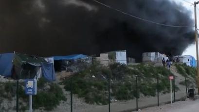"""Migrants : violente bagarre dans la """"jungle"""" de Calais"""
