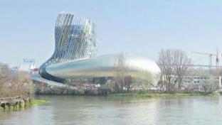 Bordeaux : la Cité du vin sort de terre
