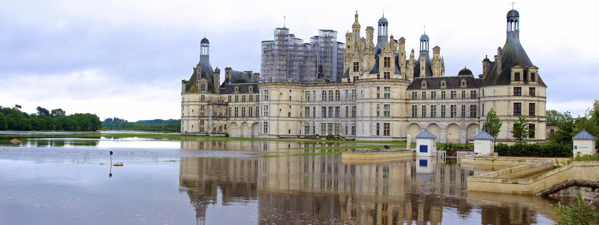Le château de Chambord (Loir-et-Cher), dont les jardins sont inondés, le 1er juin 2016.