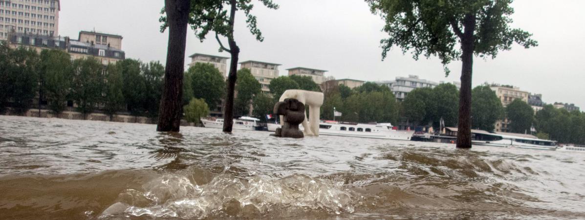 inondations un sans abri sauv de la noyade par les pompiers de paris. Black Bedroom Furniture Sets. Home Design Ideas