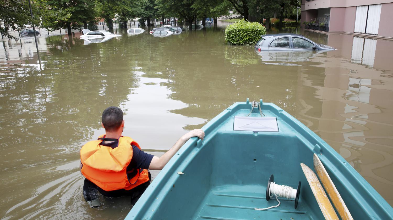 Video inondations une r sidence vacu e boussy saint for Boussy saint antoine piscine