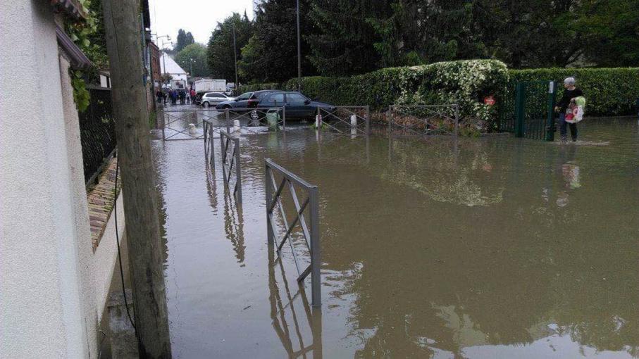 Inondations villeneuve saint georges est encore sous l 39 eau - Piscine villeneuve saint georges ...