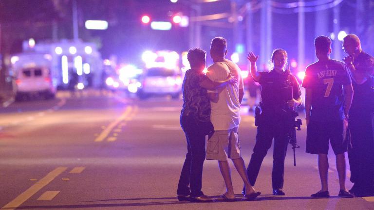 Une fusillade a fait plusieurs morts et de nombreux blessés dans une discothèque d'Orlando (Floride), le 12 juin 2016.