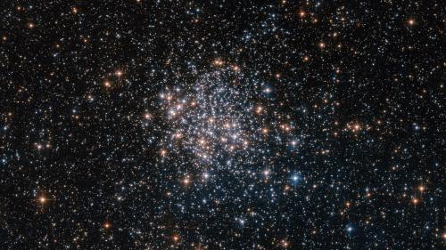 Le télescope Hubble immortalise un amas stellaire magnifique aux portes de la Voie lactée