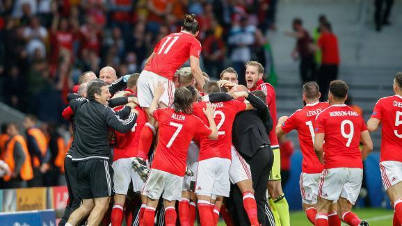 Les Gallois célèbrent un but lors du quart de finale contre les Belges, le 1er juillet 2016 à Lille.
