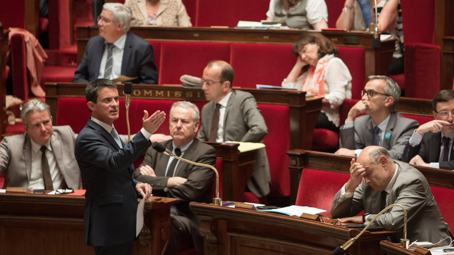 video etat d 39 urgence vive passe d 39 armes entre laurent wauquiez et manuel valls. Black Bedroom Furniture Sets. Home Design Ideas
