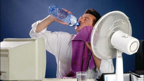 Cinq astuces pour ne pas trop souffrir de la chaleur au bureau