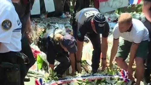 Attentat de Nice : Hollande monte au front pour défendre Cazeneuve