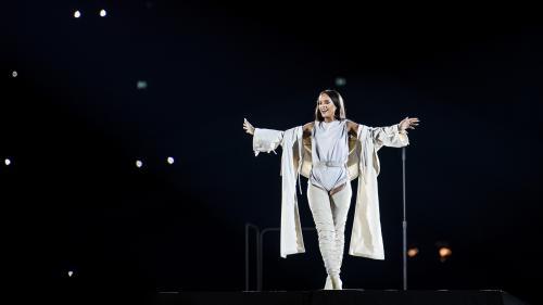 VIDEOS. Rihanna illumine le stade de France en hommage aux victimes des attentats
