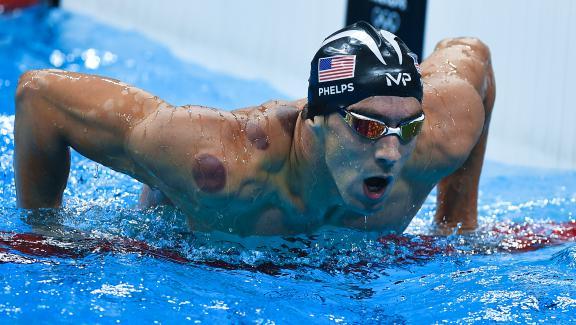 Michael Phelps lors du relais 4x100 m , aux Jeux olympiques de Rio, le 7 août 2016.