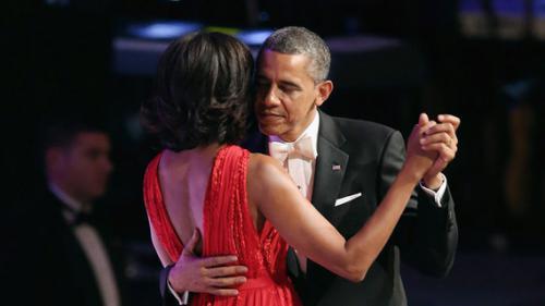 "EN IMAGES. ""First Date"" : sept moments où les Obama se sont mis en scène en couple ultra-glamour"