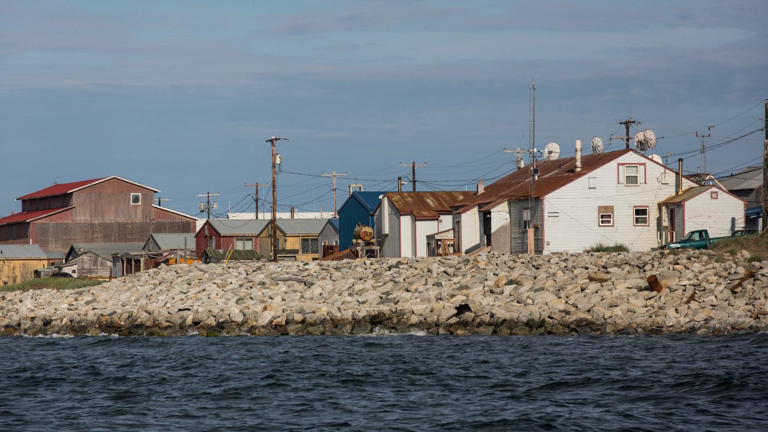menac par la mont e des eaux un village d 39 alaska vote le principe d 39 un d m nagement. Black Bedroom Furniture Sets. Home Design Ideas