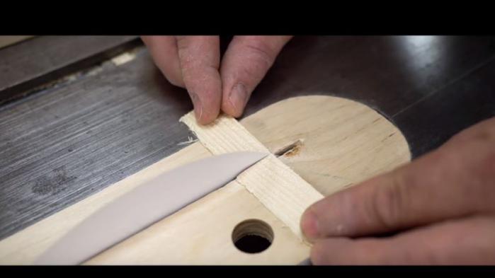 VIDEO. Un charpentier parvient à découper du bois avec une feuille de papier