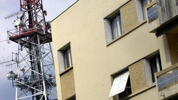 Les antennes relais sont-elles dangereuses pour la santé ?