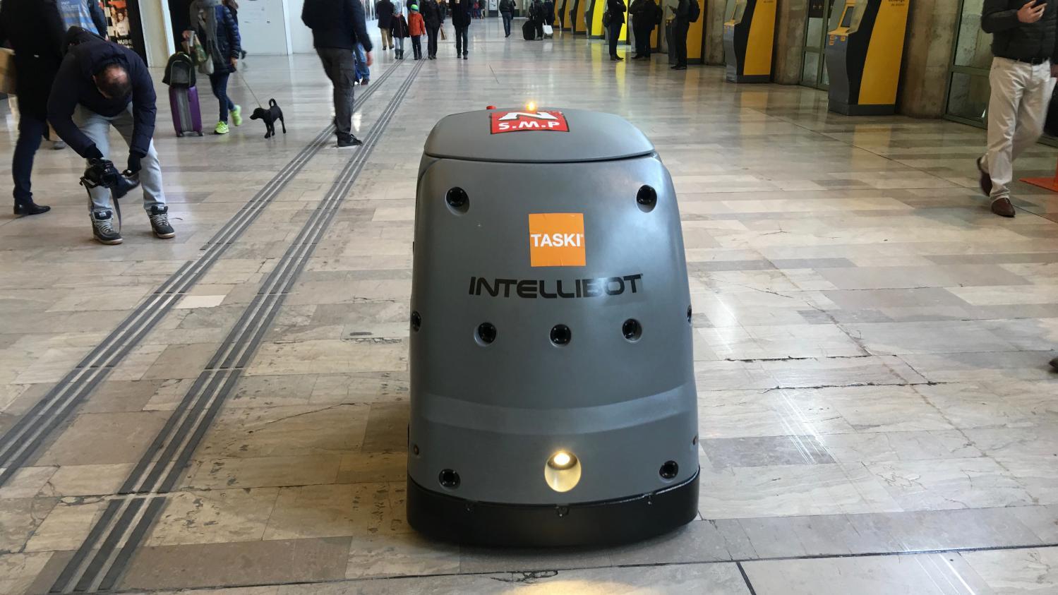 Accueil nettoyage manutention les robots arrivent for Robot de nettoyage