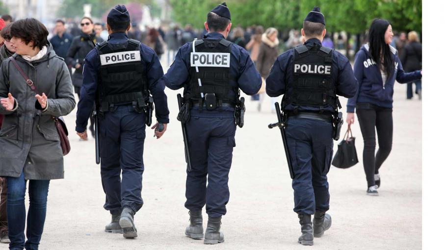 pourquoi les policiers sont ils surnomm s les poulets. Black Bedroom Furniture Sets. Home Design Ideas