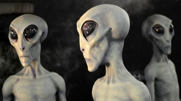 extraterrestre retrouve dans le desert