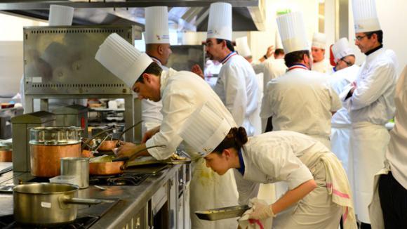 Panique en cuisine postes pourvoir d 39 urgence - Recherche apprenti cuisine ...