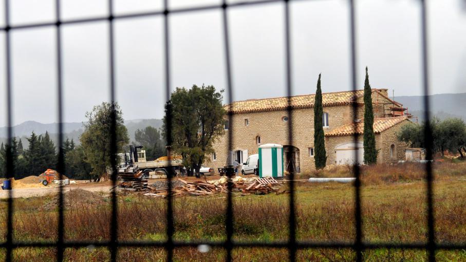 Michel drucker devrait pouvoir terminer sa villa d 39 eygali res dans les alpilles - Prostitution salon de provence ...