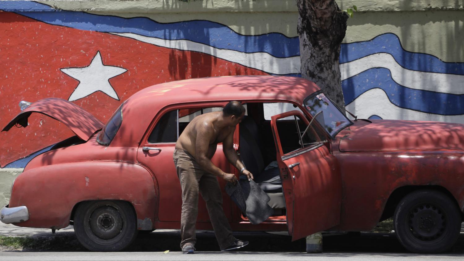 les cubains peuvent d sormais importer des voitures. Black Bedroom Furniture Sets. Home Design Ideas