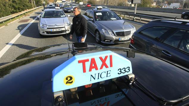 nice le pr sident des taxis agresse un chauffeur vtc uber. Black Bedroom Furniture Sets. Home Design Ideas