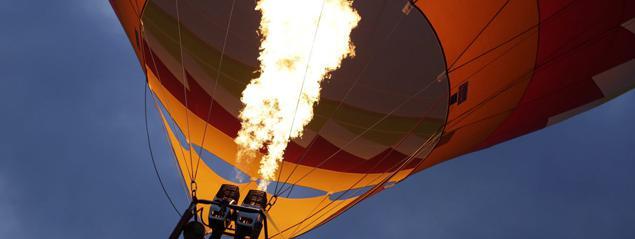 montgolfiere qui prend feu
