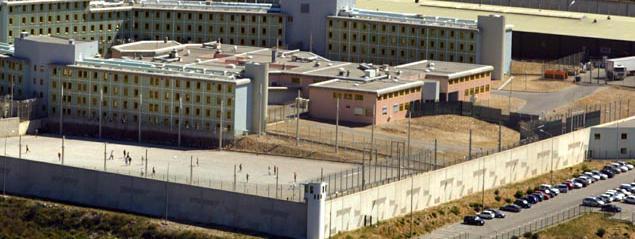 un d tenu abattu devant la prison d 39 aix en provence