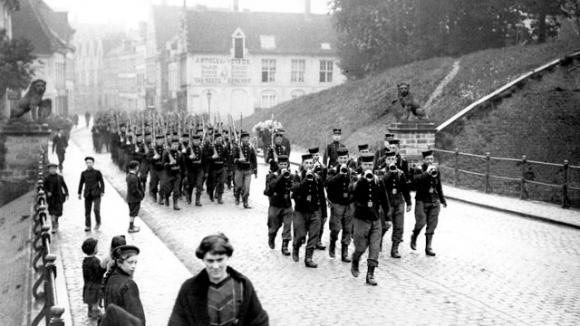 La Premi 232 Re Guerre Mondiale Commence Par L Invasion D Un