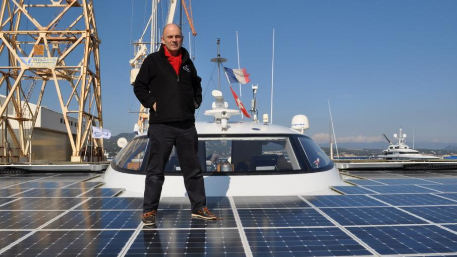 le nouveau d fi de g rard d 39 aboville la travers e de l 39 atlantique sur un bateau solaire. Black Bedroom Furniture Sets. Home Design Ideas