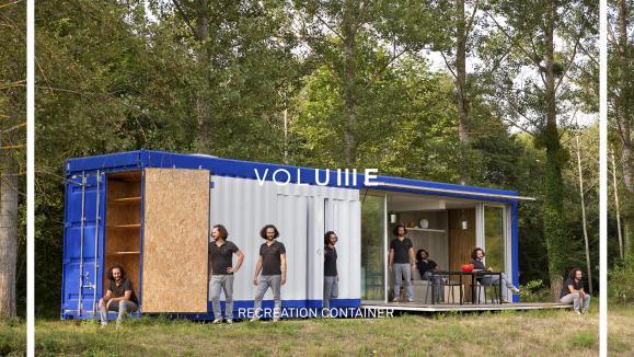 Une id e un boulot il transforme des containers en habitation - Conteneur transforme en habitation ...