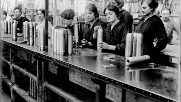 29 d cembre 1915 les munitionnettes au travail dans les usines - Usine de meuble au portugal ...