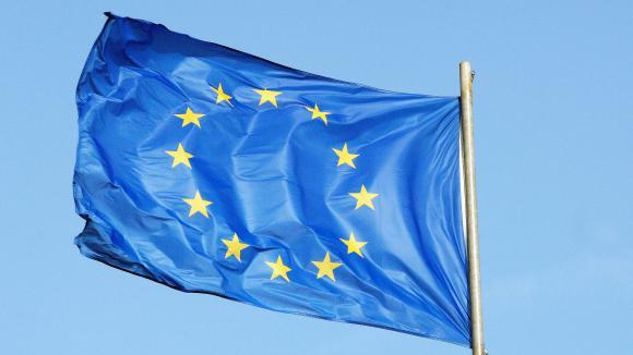 Pourquoi Le Drapeau Européen Est Il Bleu Avec 12 étoiles