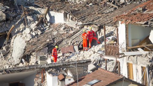 Séisme en Italie : au moins 250 morts, le gouvernement promet un plan de prévention