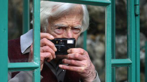 """""""Grand humaniste"""", """"géomètre"""" et """"promeneur"""" : qui était le photographe Marc Riboud ?"""