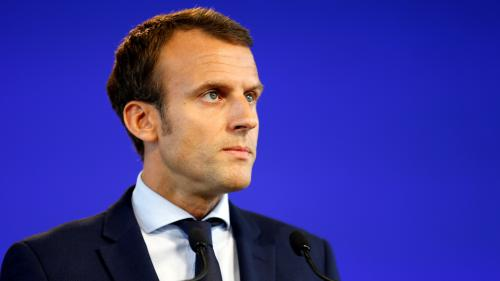 """DIRECT. """"Un coup de bambou"""", """"un Kinder surprise""""... Suivez les réactions après la démission d'Emmanuel Macron"""
