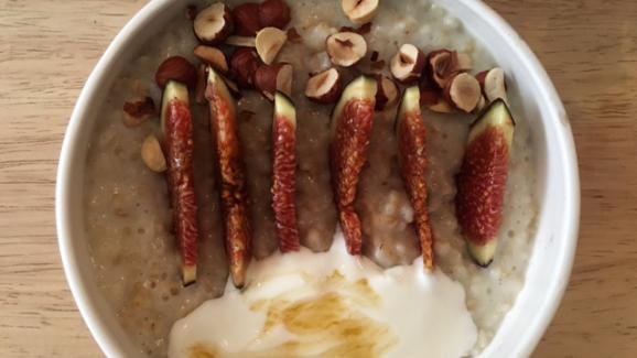 Porridge de gruau d'avoine aux figues