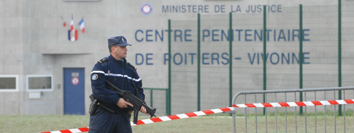 La prison de Vivonne (Vienne) au moment de son ouverture et de l'arrivée des prisonniers, le 11 octobre 2009.