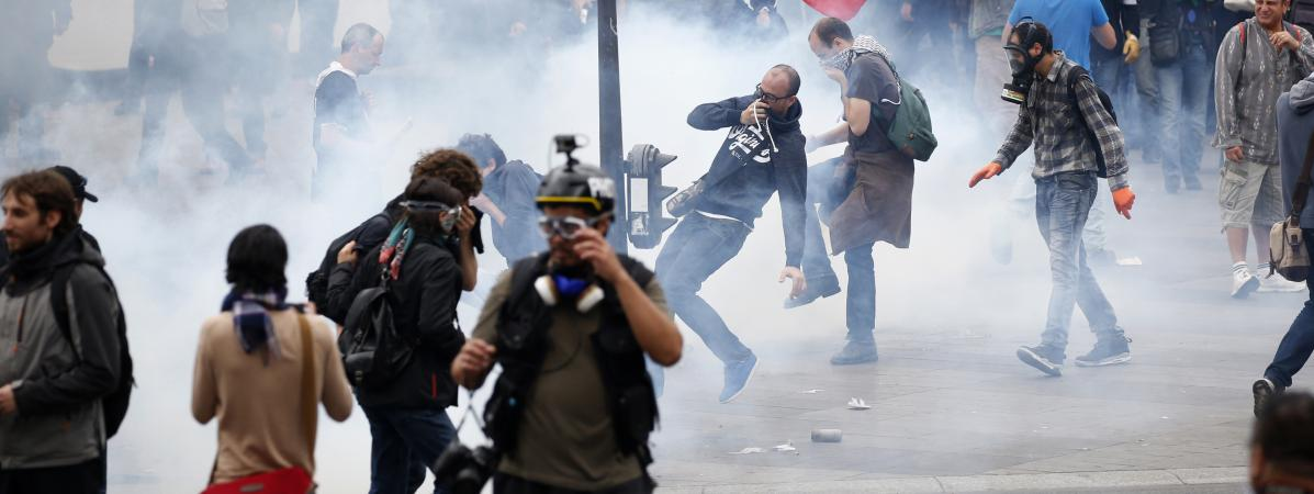 Affrontements et gaz lacrymogènes place de la République à Paris, le 15 septembre 2016.