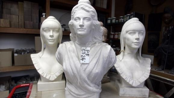 9bb3c7e985c Dans les coulisses de la fabrication des bustes de Marianne