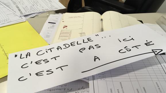 """Une affiche préparée par le voisin de """"La Citadelle"""", à Lille, le 16 septembre."""