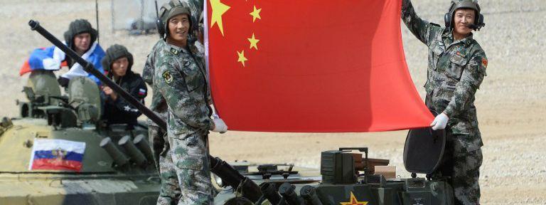 La Chine abandonne peu à peu son principe de non-ingérence dans les affaires d\'un pays étranger. C\'est particulièrement le cas en Syrie où Pékin a signé un accord de coopération inter-militaire avec le régime de Bachar al-Assad.