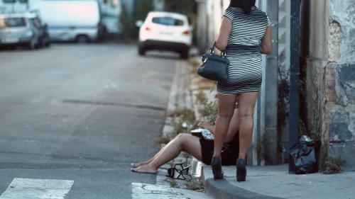 Prostitution : deux ans après la loi de pénalisation, comment s'en sortir ?