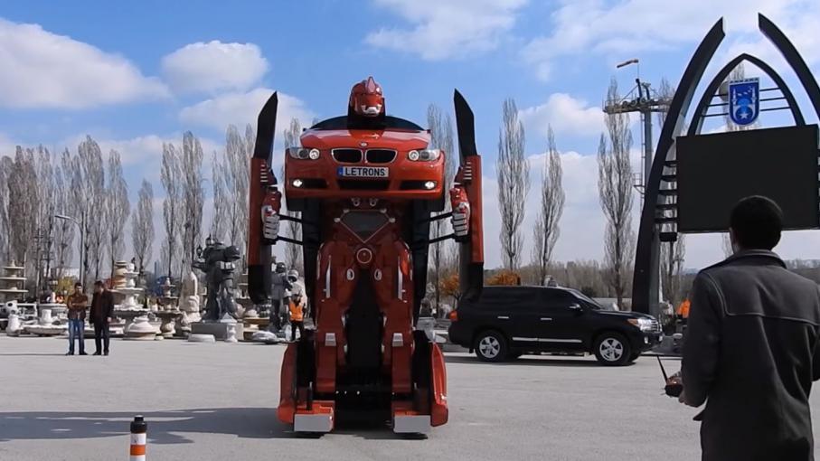 video letrons la voiture qui se transforme en robot. Black Bedroom Furniture Sets. Home Design Ideas